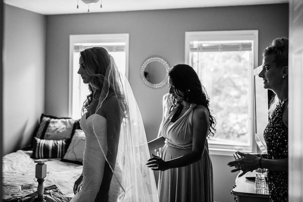 Ottawa bride getting ready